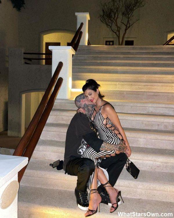 Sao quốc tế Kardashian diện thiết kế của Fanci Club